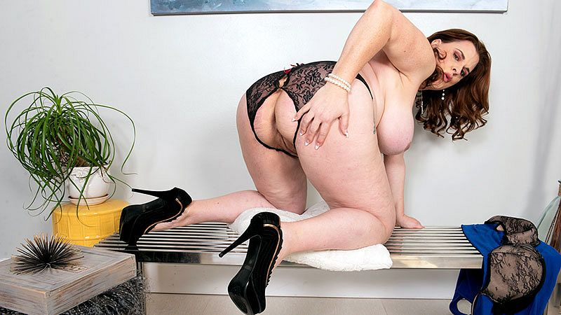 Porn Mega Load – Kaiserin Dee – A Full-Bodied MILF For You To Enjoy – SD